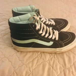 Van black and baby blur size 7 women gently used.